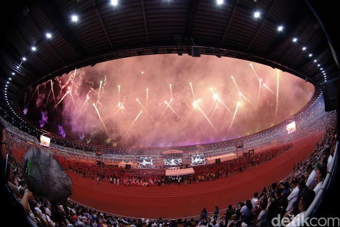 Pesta kembang api menandai ditutupnya SEA Games 2019.