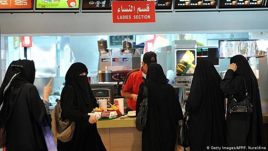 Arab Saudi Makin Santai Soal Pemisahan Gender