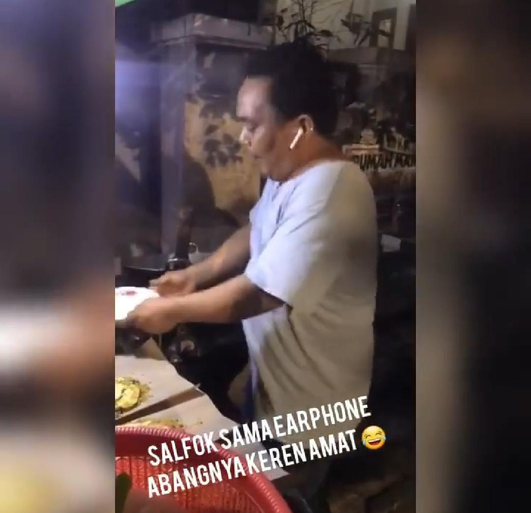 penjual nasi goreng joget