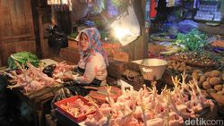 Momen Nataru, Harga Ayam Naik dan Waspada Makanan Zat Kimia