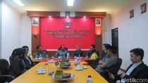 Hadiri Paripurna DPRD, Gubernur Sulsel Kunjungi Ruang F-PDIP