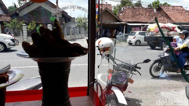 Penampakan warung makan Padang yang dirusak orang misterius