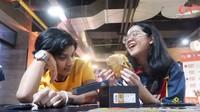 Wow! Cinta dan Nino Kuya Habiskan Roti Bakar Berlapis 24 Karat