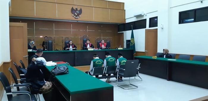 Sidang kasus ganja di Serang. (Bahtiar Rifai/detikcom)