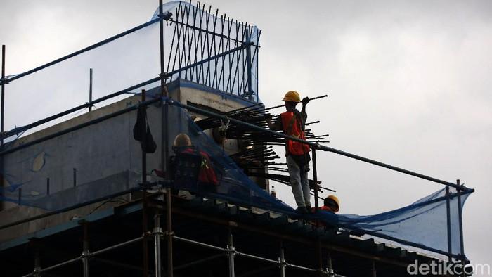 Pembangunan Tol Becakayu seksi 2A terus dilakukan. Proyek ini ditargetkan rampung pada Mei 2020.