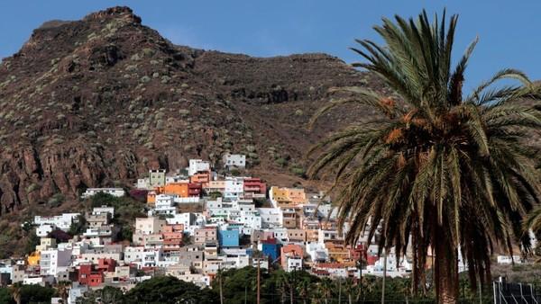 Adadestinasibersuhu hangat di Eropa yang cocok untuk liburan akhir tahun, yakni Kepulauan Canary, Spanyol. Lokasinya ada di pulau-pulau yang sebenarnya berada di lepas pantai barat laut Afrika (Foto: CNN)