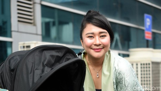 Chikita Meidy, Artis Cilik yang Kini Jadi Ibu