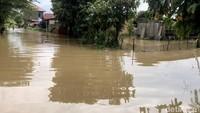 Terkait dengan kondisi tersebut, Pemerintah Kabupaten Lima Puluh Kota, Sumatera Barat, menetapkan status tanggap darurat banjir dan longsor.