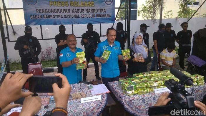 Barang bukti sabu dalam penggerebekan di Medan. (Datuk Haris/detikcom)