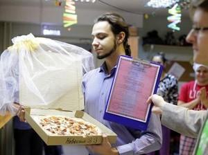 Menikah dengan Pizza Hingga Buah, 5 Pernikahan Aneh dengan Makanan