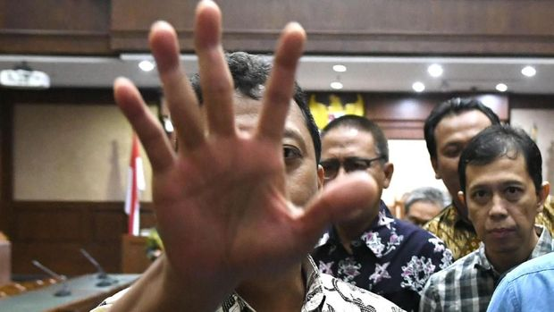 Eks Ketum PPP Romahurmuziy dituntut empat tahun penjara dalam kasus jual beli jabatan di Kemenag.