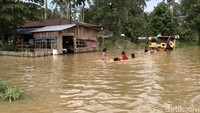 Seperti diketahui, banjir merendam 6 kecamatan di Kabupaten Lima Puluh Kota, Sumatera Barat, sejak beberapa hari yang lalu.