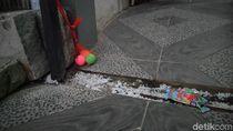 Cegah Ular Kobra Masuk Lagi ke Rumah, Warga Citayam Village Tabur Garam