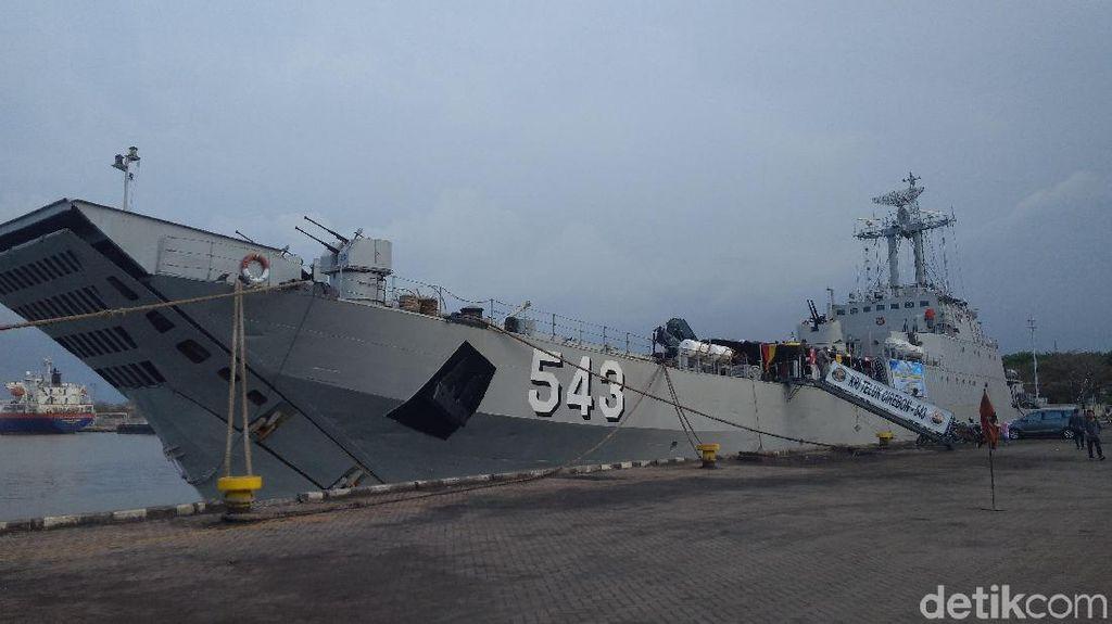 Bersandar di Pelabuhan Cirebon, Kapal Perang TNI AL Boleh Dimasuki Warga