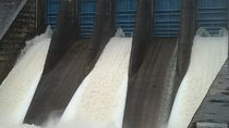 5 Pintu Waduk PLTA di Kampar Riau Dibuka, Air Sungai Naik 60 Cm