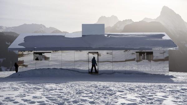 Di Kota Gstaad Anda juga dapat ikut serta dalam permainan ski dan seluncur salju di gletser, karena kota ini adalah destinasi olahraga musim dingin yang sesungguhnya. (Foto: CNN)