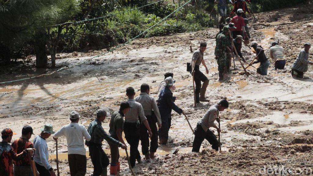 BPBD Buat Jembatan Darurat di Danau Lumpur Cilangari Bandung Barat