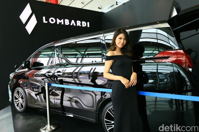 Modif Interior Mobil Mewah Ratusan Juta