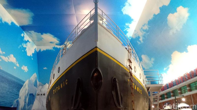 Janganterkejut kalau jalan-jalan di Trans Studio Bali dan ketemu kapal Titanic. Replika kapal bersejarah ini sengaja dibangun buat foto-foto traveler. (Wahyu/detikcom)