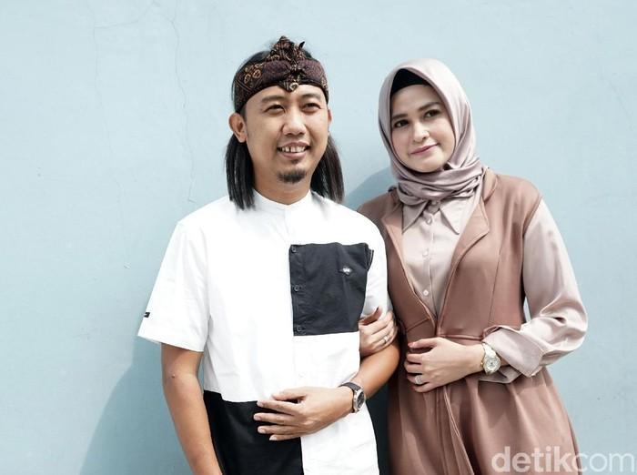 Ade Jigo dan istrinya saat ditemui di kawasan Tendean.