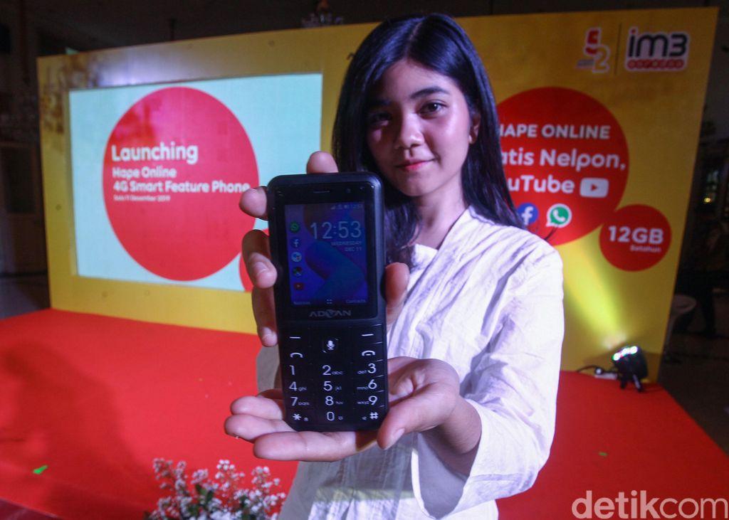 Indosat Ooredoo melalui IM3 Ooredoo, menghadirkan Hape Online - 4G Smart Feature Phone pertama dengan sistem operasi KaiOS di Solo, Jawa Tengah. Rabu (11/12/2019).
