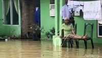 Banjir tersebut terjadi karena dipicu hujan lebat yang mengguyur wilayah tersebut sejak Senin (9/10) lalu.