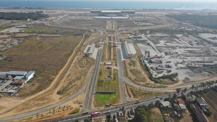 Pembangunan Bandara Internasional Yogyakarta (YIA) hampir tuntas. Hingga 8 Desember 2019, progress pembangunan bandara di Kulonprogo ini telah mencapai 90%.