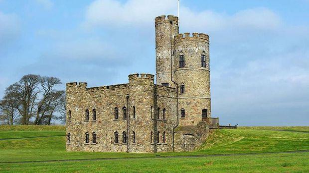 Liburan di Kastil Layaknya Seorang Raja, Siapa Mau?