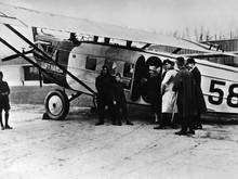 Gaya Orang Naik Pesawat 100 Tahun Lalu