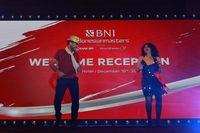 Pegolf dari Venezuela Wolmer Murillo (kiri) bersama partnernya Rita (kanan) menunjukan kebolehannya menari salsa dalam Asian Tour's Got Talent.