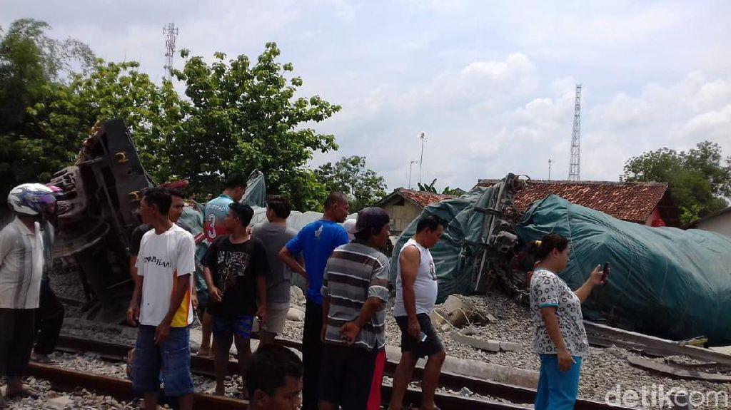 Kereta Anjlok, Jalur KA Cepu-Semarang Masih Lumpuh