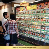 Heboh D'Cost Larang Pengunjung Santap Kue Ultah Tanpa Sertifikat Halal