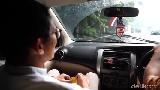 Uji Nyali Lewati Banjir Pakai Livina, Sandiaga: Kayak Naik Perahu!