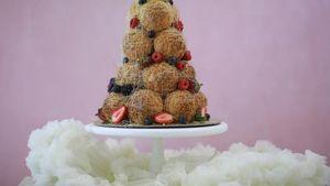 5 Fakta Croquembouche, Kue Sus yang Disusun Seperti Pohon Natal