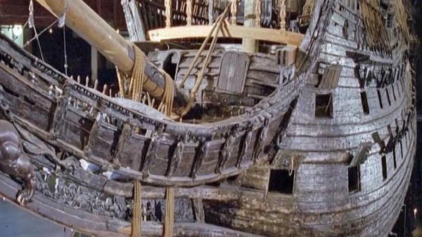 Vasa tenggelam pada 1628, beberapa saat usai pelayaran perdananya. Sampai sekarang tidak diketahui penyebab tenggelamnya kapal. (BBC)