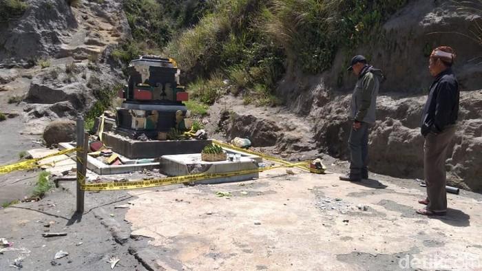 Padmasana yang rusak (Foto: Muhajir Arifin)