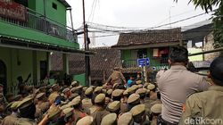 Eksekusi Lahan untuk Rumah Deret di Bandung Dihadang Warga