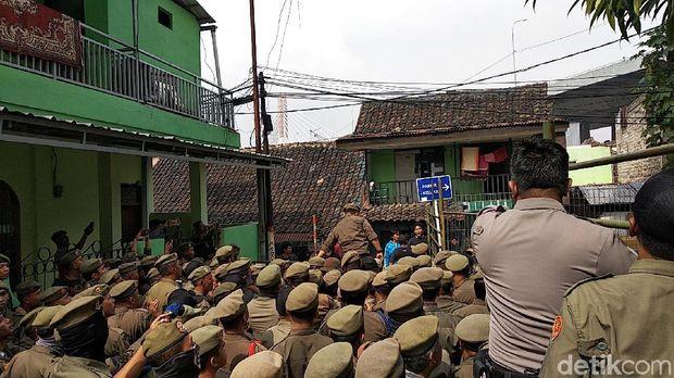 Upaya Pemkot Bandung Bangun Rumah Deret Tamansari Diwarnai Kericuhan