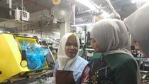 Menaker Kunjungi TKI di Pabrik Sony Malaysia
