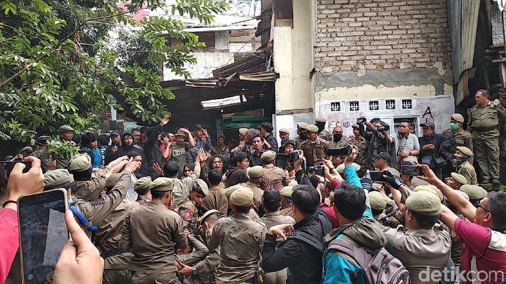 Insiden Ricuh Tamansari Bandung, Oded: 8 Satpol PP-1 Polisi Terluka