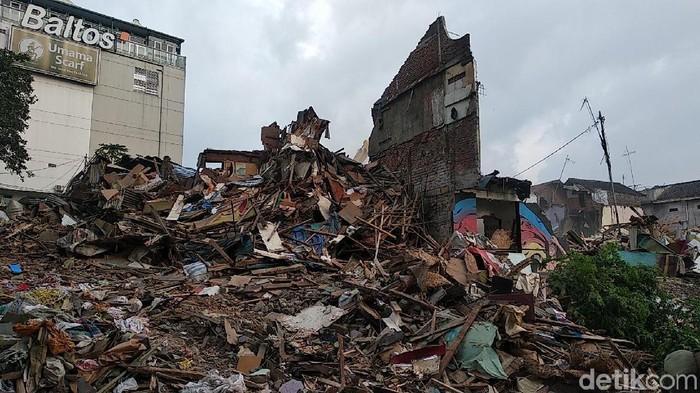 Lahan rumah deret di Tamansari, Kota Bandung, dipagari.