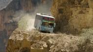 Kisah Supir Bus Sehari-hari Lintasi Jalanan Berbahaya di Dunia