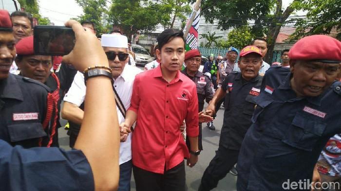 Gibran Rakabuming Raka tiba di kantor PDIP Jateng, Semarang, Kamis (12/12/2019). (Foto: Angling Adhitya Purbaya/detikcom)