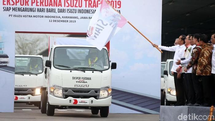 Presiden Joko Widodo meresmikan ekspor perdana Isuzu Traga. Peresmian ini dilakukan di pabrik Isuzu Karawang Plant, Jawa Barat, Kamis (12/12/2019).