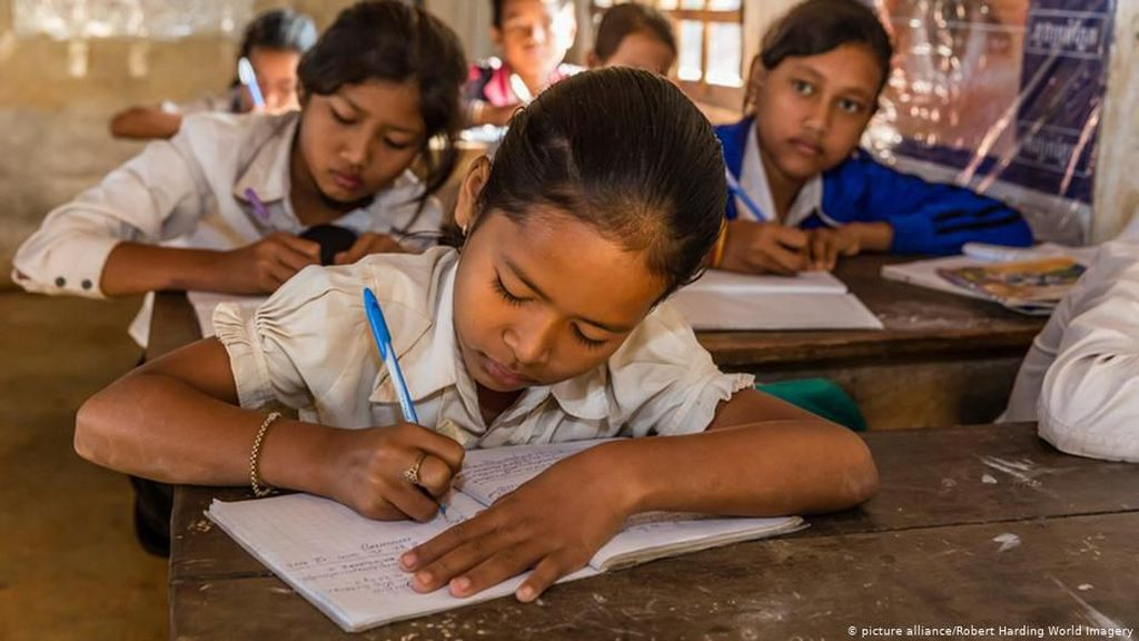 Marak Diskriminasi, Kamboja Didik Murid Sekolah Soal LGBT+