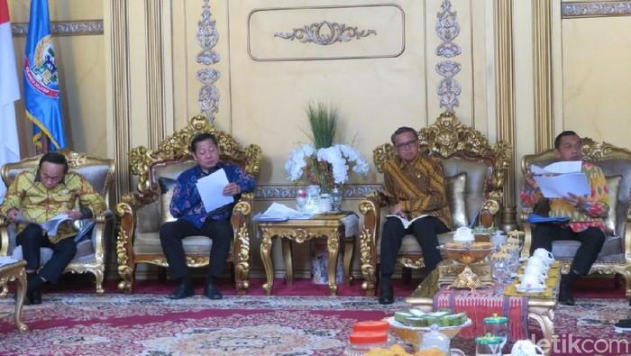 Foto: Nurdin Abdullah terima pimpinan Banggar DPR (Noval Dhwinuari Antony/detikcom)