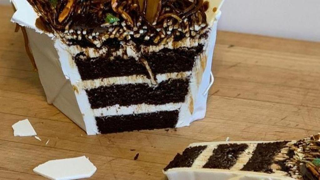 Hati-hati Tertipu! 10 Bentuk Kue Ini Persis Benda Aslinya