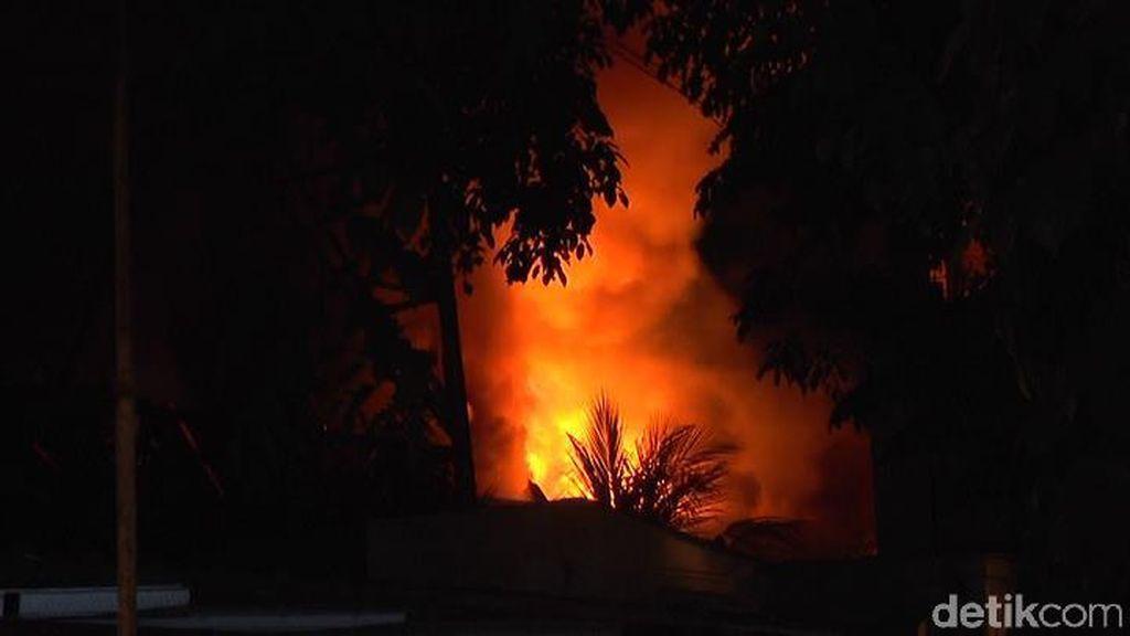 Toko Elektronik di Lamongan Ludes Dilalap Api