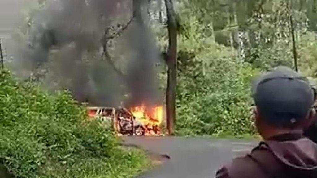 Viral Video Mobil Terbakar di Tanjakan Jahim Ciamis
