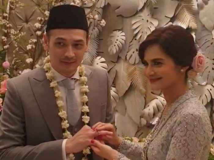 Momen pernikahan Cut Tari dan Richard Kevin.